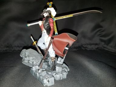 Figurine Dracule Mihawk one piece 2
