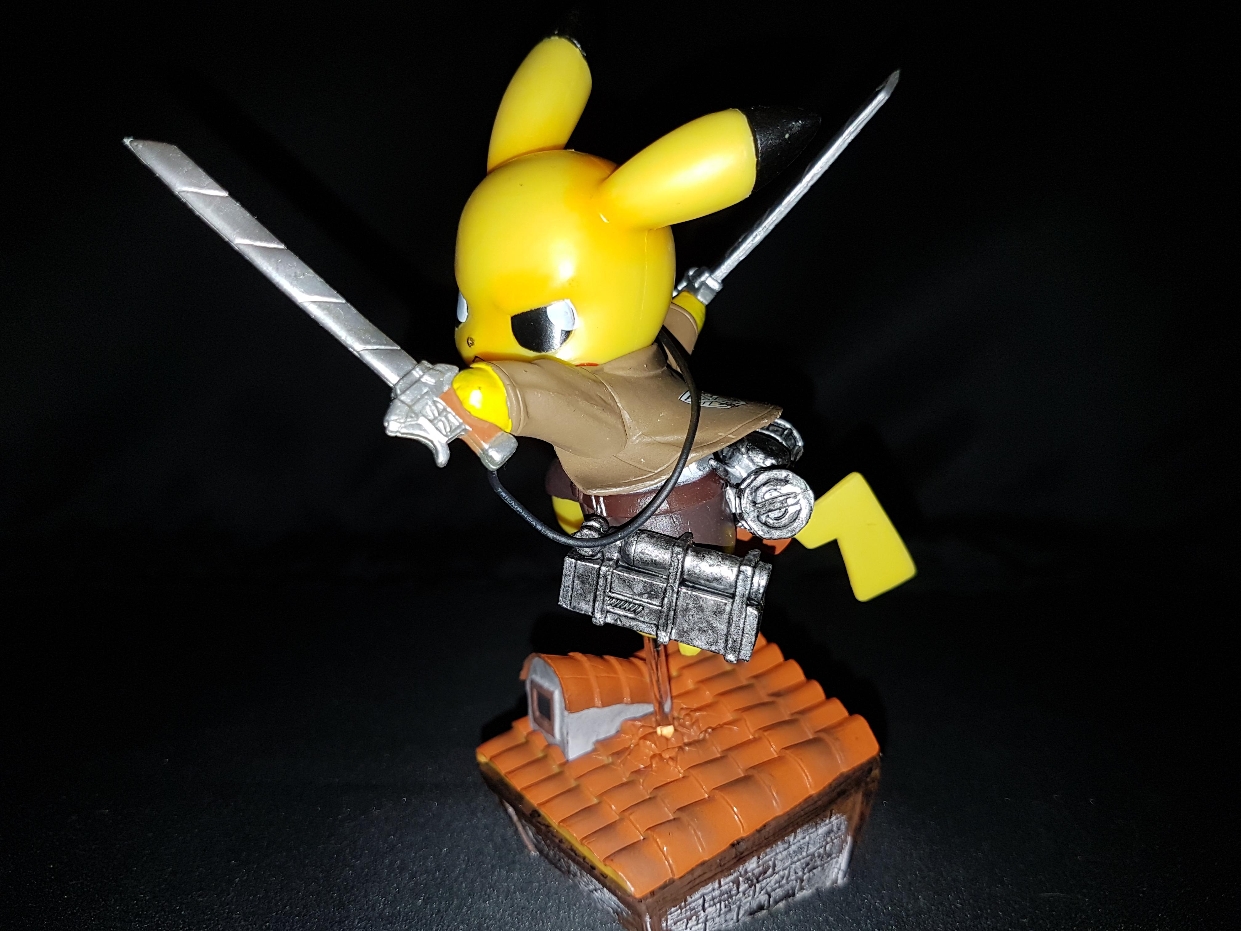 Figurine pikachu attack on titans 3