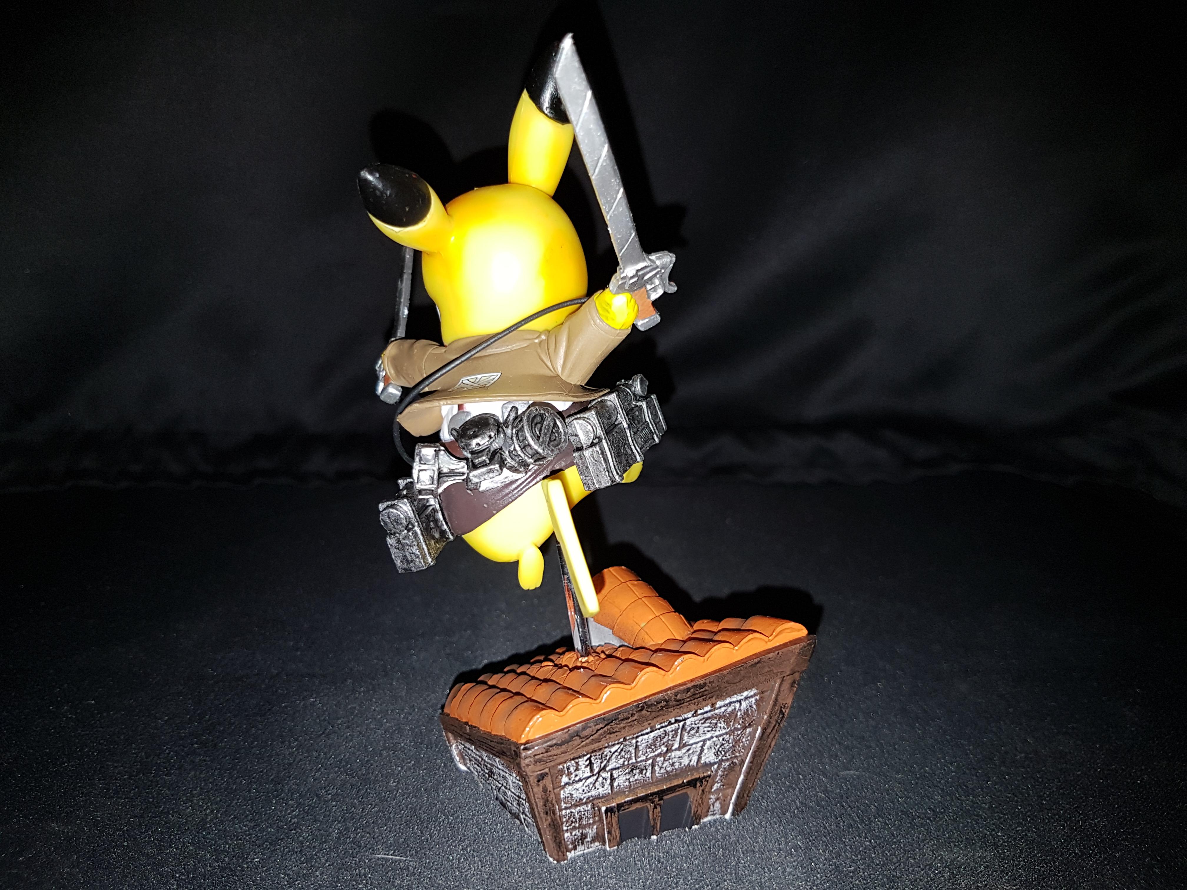 Figurine pikachu attack on titans 4