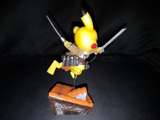 Figurine pikachu attack on titans 5