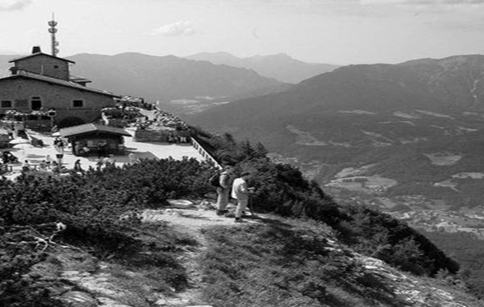 Les Traces Cachées - La Montagne D'Hitler